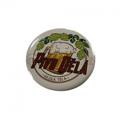 """Button s otvírákem magnet """"pivo dělá hezká"""""""